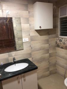 Bathroom Image of 1290 Sq.ft 2 BHK Apartment for buy in Honer Vivantis, Nallagandla for 10500000
