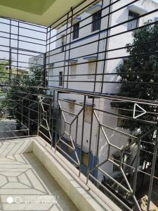 Gallery Cover Image of 500 Sq.ft 2 BHK Apartment for rent in Jadavpur for 13000