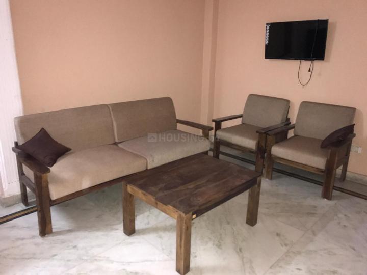 गणेश नगर में गर्ल्स पीजी के लिविंग रूम की तस्वीर