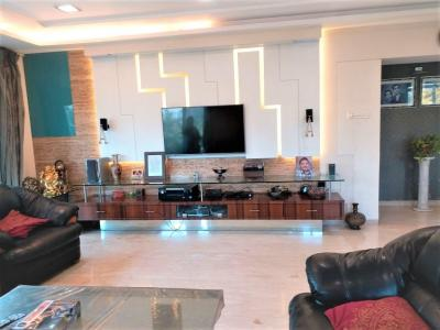 Gallery Cover Image of 2975 Sq.ft 4 BHK Independent Floor for buy in Santacruz West for 110000000