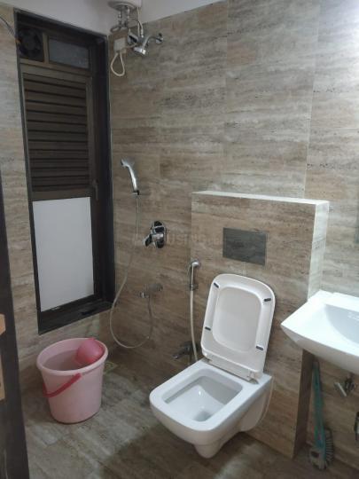 अंधेरी ईस्ट में योगेश बाबर के बाथरूम की तस्वीर