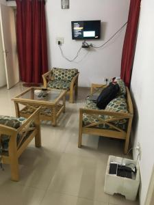 Gallery Cover Image of 1500 Sq.ft 1 BHK Independent House for rent in Phi III Greater Noida for 11000