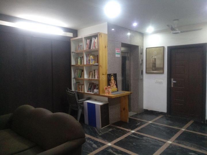 ऑलिव कोर्ट पीजी इन डीएलएफ़ फेज 3 के लिविंग रूम की तस्वीर