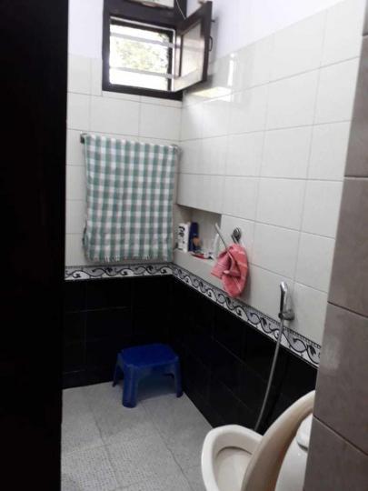 सरिता विहार में राकेश के कॉमन बाथरूम की तस्वीर