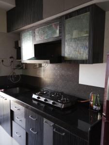 Gallery Cover Image of 575 Sq.ft 1 BHK Apartment for buy in Borivali West for 11500000