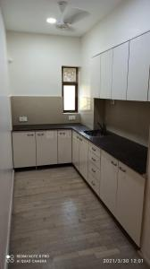 Gallery Cover Image of 750 Sq.ft 1 BHK Apartment for rent in Cumballa Hill for 85000