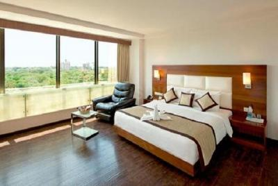 Gallery Cover Image of 5800 Sq.ft 5 BHK Apartment for rent in Ahuja Tower, Prabhadevi for 550000
