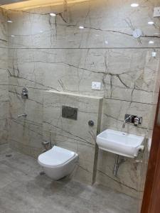 Bathroom Image of Lavish PG in Inder Puri