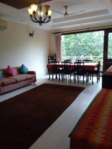 Gallery Cover Image of 2700 Sq.ft 3 BHK Independent Floor for rent in Saket for 90000