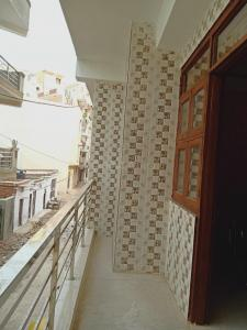 Gallery Cover Image of 1350 Sq.ft 3 BHK Apartment for rent in Chhattarpur for 12500