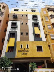 Gallery Cover Image of 840 Sq.ft 2 BHK Apartment for buy in Padmarao Nagar for 3900000