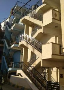 Gallery Cover Image of 650 Sq.ft 1 BHK Independent Floor for rent in Chamrajpet for 7000