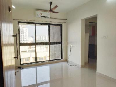 Gallery Cover Image of 1200 Sq.ft 3 BHK Apartment for rent in Kandivali West for 45000