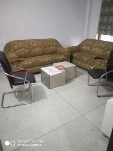 Gallery Cover Image of 3000 Sq.ft 4 BHK Independent Floor for rent in Sector 51 for 50000