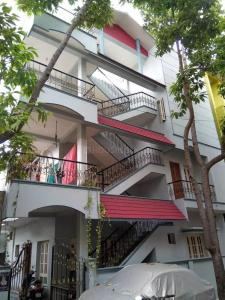 Gallery Cover Image of 1188 Sq.ft 2 BHK Independent Floor for rent in Rajajinagar for 21000