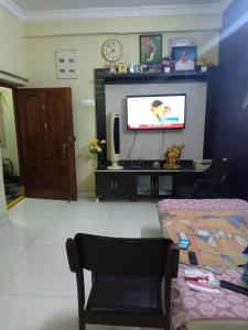 Gallery Cover Image of 850 Sq.ft 2 BHK Apartment for buy in Kukatpally for 4500000