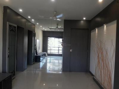 Gallery Cover Image of 700 Sq.ft 2 BHK Apartment for rent in Vile Parle East for 60000