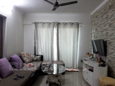 Gallery Cover Image of 1000 Sq.ft 2 BHK Apartment for rent in Kandivali East for 30000
