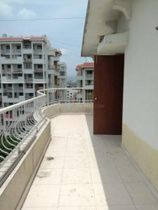 Gallery Cover Image of 1500 Sq.ft 3 BHK Apartment for rent in Rahul Rahul Park, Warje for 26000