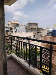 Gallery Cover Image of 635 Sq.ft 1 BHK Apartment for rent in Ramamurthy Nagar for 14000