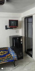 Gallery Cover Image of 380 Sq.ft 1 RK Independent Floor for rent in Mayur Vihar Phase 1 for 8500