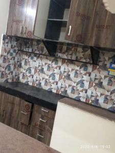 Gallery Cover Image of 800 Sq.ft 1 BHK Independent House for rent in Jhilmil Colony for 11000