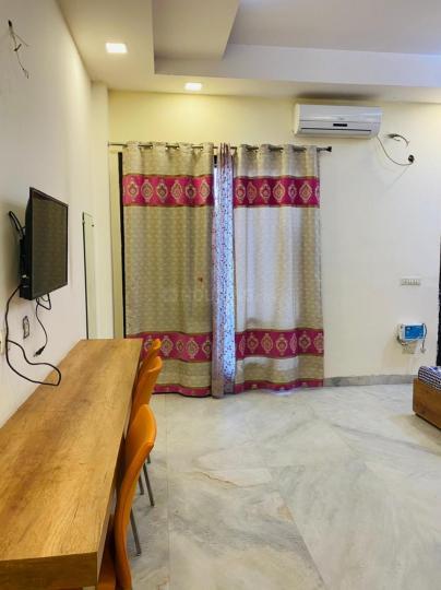 सेक्टर 16 में मन्नत पीजी होम के हॉल की तस्वीर