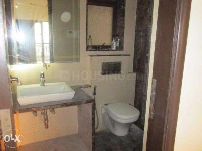 पवई में श्रेया होम्स के बाथरूम की तस्वीर