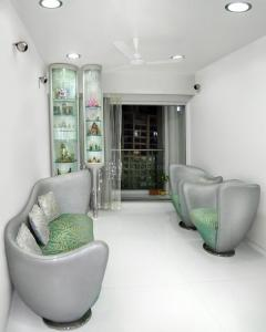 Gallery Cover Image of 1300 Sq.ft 3 BHK Apartment for buy in Dosti Flamingos, Sewri for 37000000