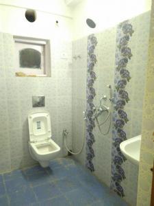 साल्ट लेक सिटी में बॉइज़ एंड गर्ल्स पीजी में बाथरूम की तस्वीर