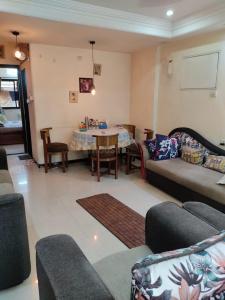 Gallery Cover Image of 1350 Sq.ft 3 BHK Apartment for rent in Unique Vastu Apartment, Malad West for 65000