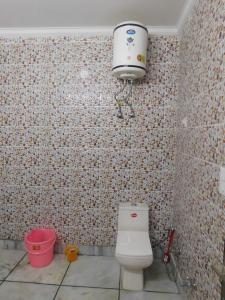 Bathroom Image of Heritage Rooms PG in Mukherjee Nagar