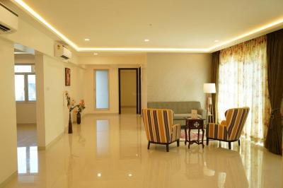 Gallery Cover Image of 2000 Sq.ft 3 BHK Apartment for buy in Tridhaatu Aum, Govandi for 40000000