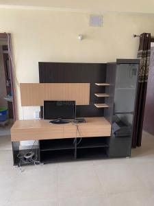 Gallery Cover Image of 1015 Sq.ft 2 BHK Apartment for rent in Skytech Matrott, Sector 76 for 22000