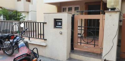 Gallery Cover Image of 3000 Sq.ft 3 BHK Independent House for rent in Thaltej for 45000