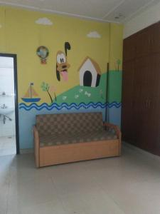 Gallery Cover Image of 1200 Sq.ft 2 BHK Apartment for rent in Vaibhav Khand for 15000