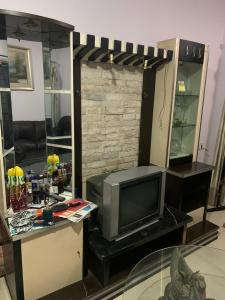 Gallery Cover Image of 1000 Sq.ft 2 BHK Apartment for rent in Malad West for 46000