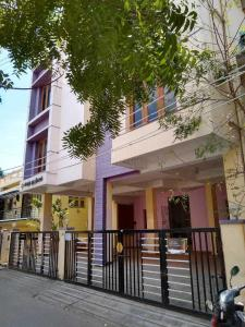 Gallery Cover Image of 4500 Sq.ft 10 BHK Independent House for rent in Valasaravakkam for 150000