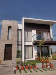 Gallery Cover Image of 1350 Sq.ft 4 BHK Independent House for buy in Santacruz East for 55000000