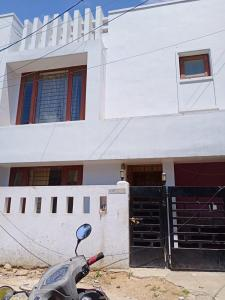 Gallery Cover Image of 1800 Sq.ft 3 BHK Independent House for rent in Velachery for 25000