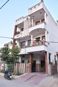 Gallery Cover Image of 1239 Sq.ft 7 BHK Independent House for buy in Durgapura for 14000000