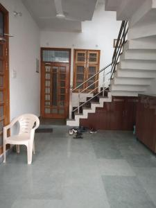 Gallery Cover Image of 1250 Sq.ft 2 BHK Independent Floor for rent in Gomti Nagar for 16000