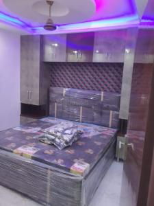 Gallery Cover Image of 810 Sq.ft 3 BHK Independent Floor for buy in Dwarka Mor for 3700000