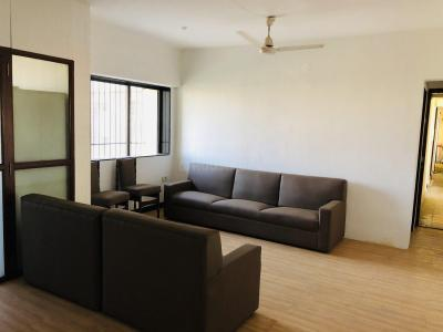 Gallery Cover Image of 1200 Sq.ft 3 BHK Apartment for rent in Andheri West for 65000