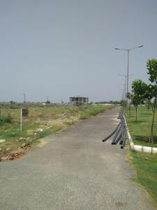 Gallery Cover Image of 78 Sq.ft Residential Plot for buy in 2nd Parkview - Gaur Yamuna City, Yeida for 2700000