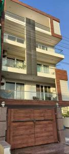 Gallery Cover Image of 1800 Sq.ft 3 BHK Independent House for buy in Sector 51 for 10800000