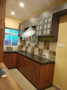 Gallery Cover Image of 1450 Sq.ft 3 BHK Apartment for rent in Mukundapur for 30000