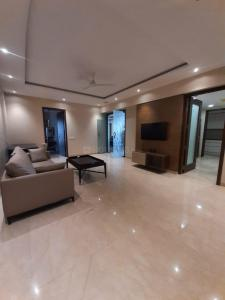 Gallery Cover Image of 3200 Sq.ft 4 BHK Apartment for rent in Bandra East for 600000
