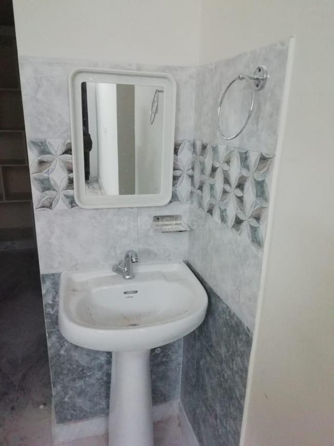 Common Bathroom Image of 1000 Sq.ft 2 BHK Apartment for rent in Borabanda for 13000
