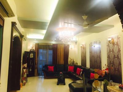 Gallery Cover Image of 1855 Sq.ft 3 BHK Apartment for buy in Pandav Nagar for 35000000
